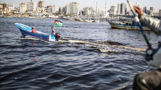Izraeli zvogëlon zonën e peshkimit për palestinezët në Gaza | TRT  Shqip