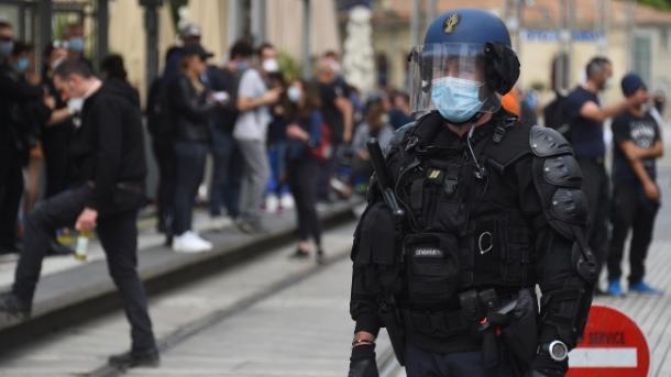 Rifillojnë protestat e jelekëve të verdhë në Francë | TRT  Shqip