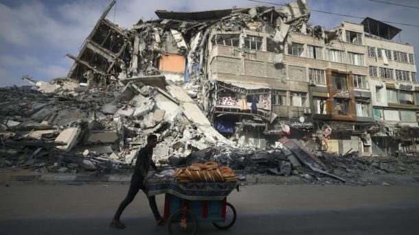 Ushtria izraelite bombardon shtëpi, toka bujqësore dhe pozitat e grupeve të rezistencës palestineze | TRT  Shqip