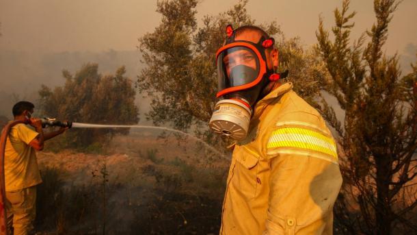 Pakdemirli: 107 nga 112 zjarre në pyje janë vënën nën kontroll 5 të tjera po vazhdojnë | TRT  Shqip