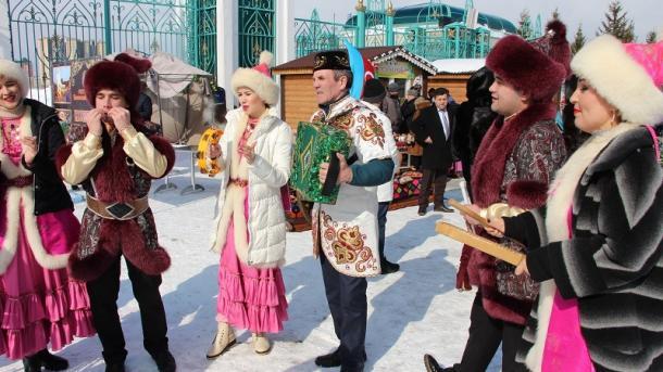 Qazanda Näwrüz qotlandı | TRT  Tatarça