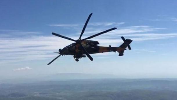 Turqi-ShBA realizuan fluturimin e përbashkët me helikopterë mbi Sirinë | TRT  Shqip