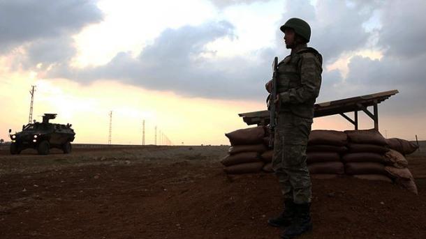 Dy terroristë të PKK/YPG-së dorëzohen tek forcat turke të sigurisë   TRT  Shqip
