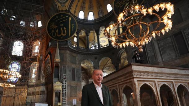 Hapja e Shën-Sofisë për adhurim – Erdogan: Me emrin e Allahut, të Gjithëmëshirshmit, Mëshirëplotit! | TRT  Shqip