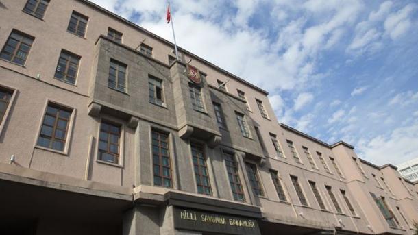 """Arrestohen 6 terroristë në zonën operative """"Dega e ullirit""""   TRT  Shqip"""