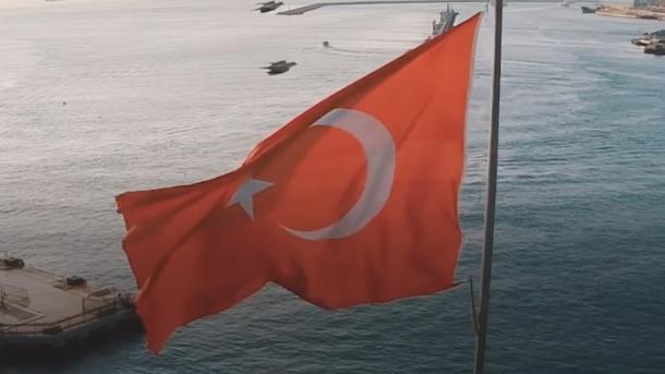 A e dini se flamuri turk ka marrë më shumë vota në anketën e 1 nga gazetat më të shitura në Spanjë? | TRT  Shqip
