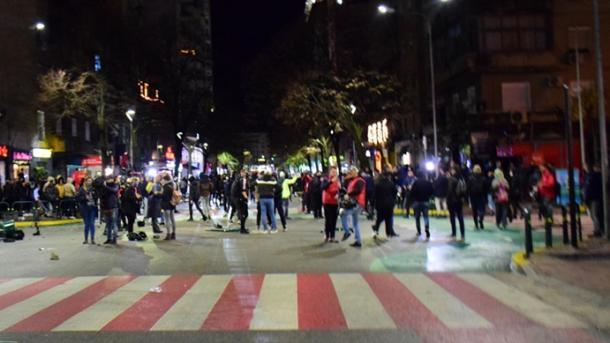 Vazhdojnë protestat në Tiranë, polici i plagosur do të sillet për kurim në Turqi   TRT  Shqip