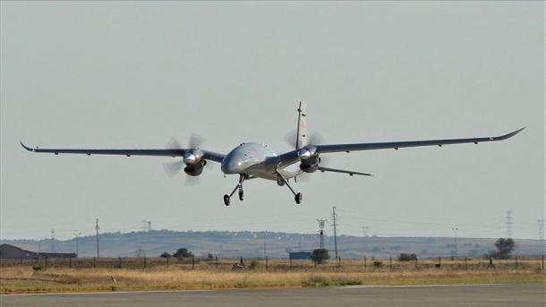"""Turqia përfundon me sukses testimin e dronit të armatosur sulmues """"Akinci PT-3""""   TRT  Shqip"""