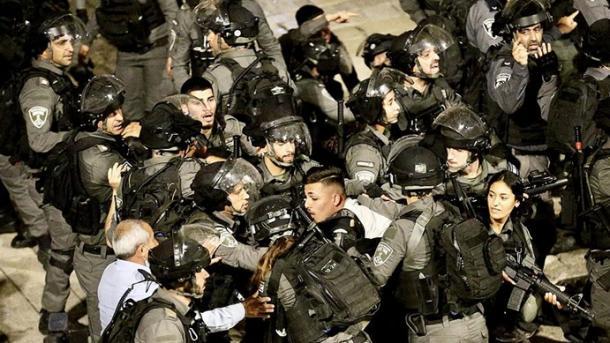 Jerusalemi Lindor – Policia izraelite spërkat të rinjtë palestinezë me ujëra të zeza   TRT  Shqip