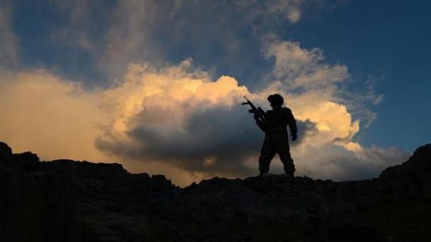 Ushtria turke neutralizon 2 terroristë të PKK-së në një operacion ajror   TRT  Shqip