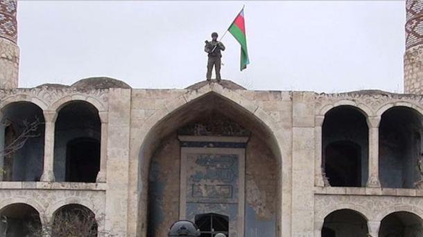 Azerbajxhani reagon ndaj vendimit provokues të Francës   TRT  Shqip