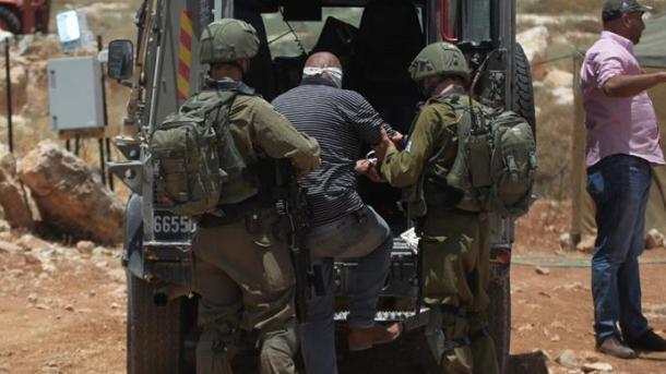 Ushtarët izraelitë arrestojnë 19 palestinezë   TRT  Shqip
