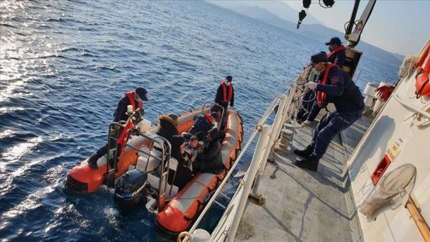 Ekipet e Rojës Bregdetare shpëtuan 41 azilkërkues në Mugla dhe 37 në Izmir | TRT  Shqip