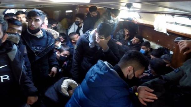 Turqia shpëton 117 azilkërkues të prapësuar nga Roja Bregdetare greke | TRT  Shqip