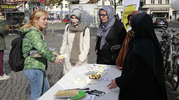 Sulm me thikë ndaj grave myslimane në Gjermani | TRT  Shqip