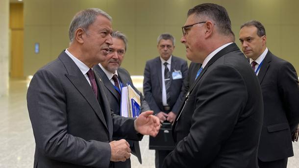 وزیر قومی دفاع حلوصی آقار نیٹو کے وزرائے دفاع کے اجلاس دوران مختلف ممالک کے وزراء سے ملاقاتیں thumbnail