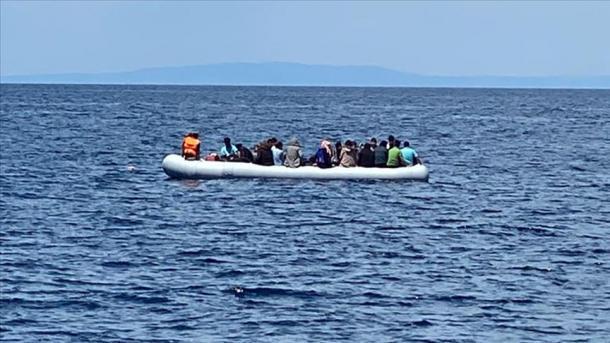 Greqia i braktis në det, Turqia i shpëton | TRT  Shqip