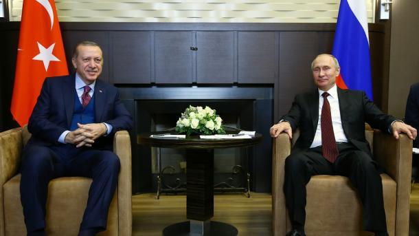 Erdogan dhe Putin diskutojnë zhvillimet në Karabakun Malor | TRT  Shqip