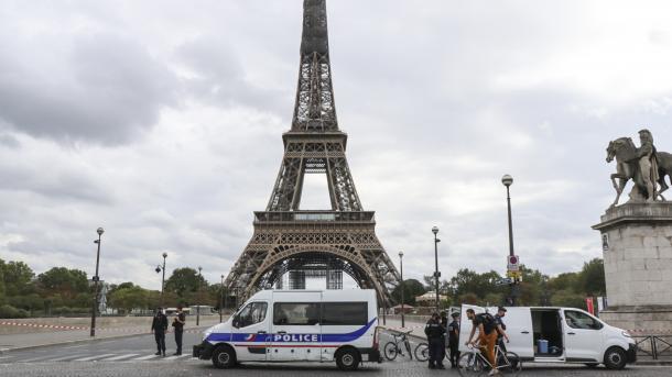 Në Paris sulmohen me thikë dy gra myslimane | TRT  Shqip