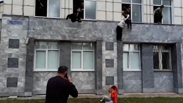 روس: یونیورسٹی میں فائرنگ کا واقعہ ،8 افراد ہلاک 6 زخمی thumbnail