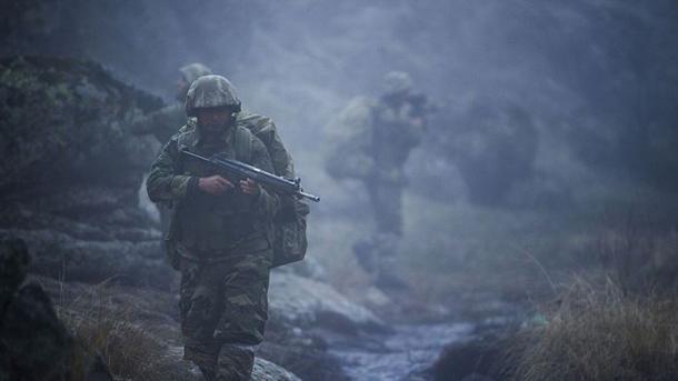 Pesë terroristë të PKK dorëzohen tek forcat turke të sigurisë   TRT  Shqip