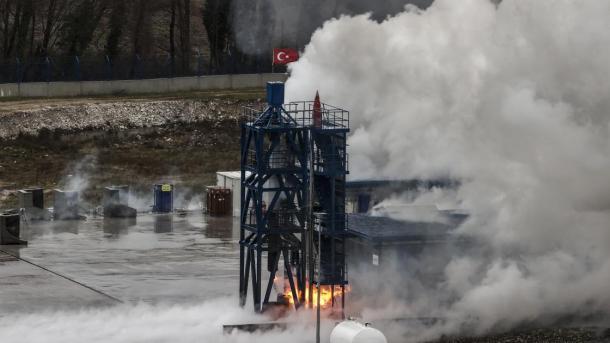 Testohet me sukses motori kombëtar i raketave hibride për Programin Kombëtar të Hapësirës | TRT  Shqip