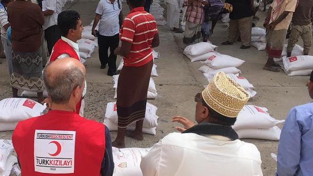 Turqia, 2.000 pako ushqimore dhe iftar për 500 persona në Aden të Jemenit