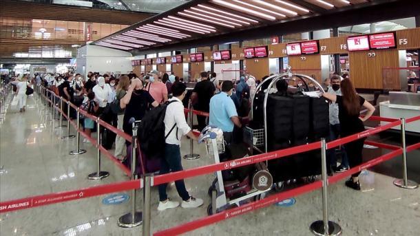 Aeroporti i Stambollit në shtator ofroi shërbime për mbi 4 milionë pasagjerë | TRT  Shqip