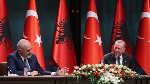 Rama: Dita e çeljes së një kapitulli të ri në rrugën e partneritetit strategjik me Turqinë | TRT  Shqip