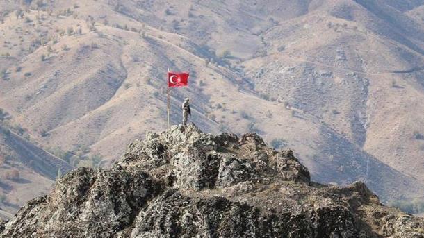 Turqi – Vetëdorëzohet një terrorist i PKK-së | TRT  Shqip