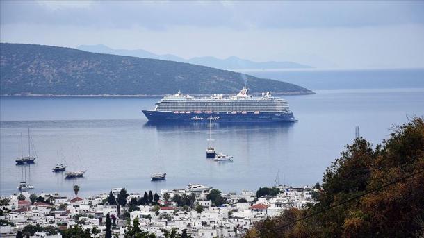 Anijet gjigande turistike e kthejnë timonin drejt Turqisë   TRT  Shqip