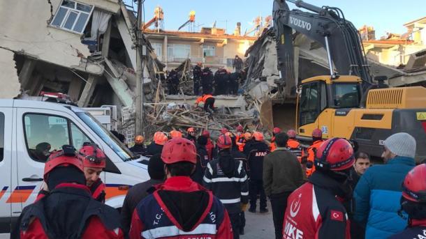 Arrin në 21 numri i viktimave, vazhdojnë punimet e shpëtimit | TRT  Shqip