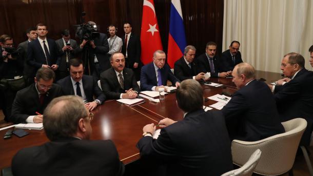 Erdogani në takim me Putinin: Konferenca e Berlinit duhet të sigurojë armëpushimin në Libi | TRT  Shqip