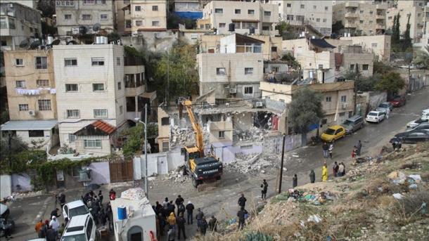 Izraeli vazhdon me praktikat e shkatërrimit të shtëpive të palestinezëve | TRT  Shqip