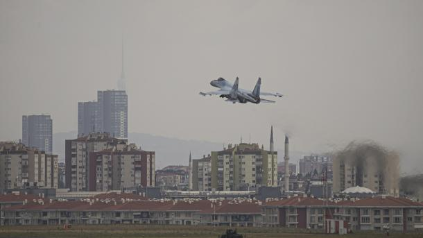 SU-35 dha shfaqje të mrekullueshme në qiellin e Stambollit | TRT  Shqip