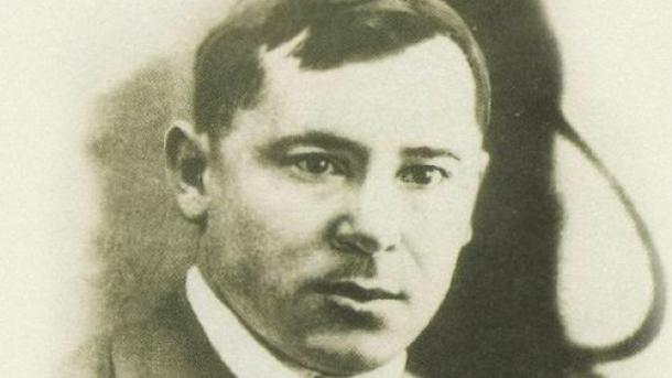 Qazanda Musa Cälil häm köräştäşlären iskä aldılar   TRT  Tatarça