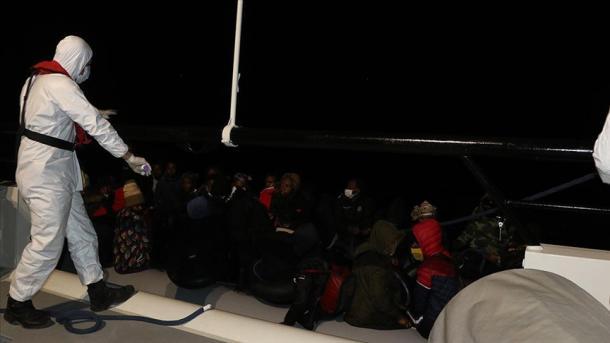 Në ujërat turke shpëtohen 39 migrantë të prapësuar nga Greqia   TRT  Shqip