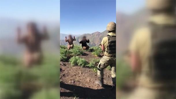 Turqi – 2 terroristë të PKK-së u vetëdorëzuan tek forcat e sigurisë | TRT  Shqip