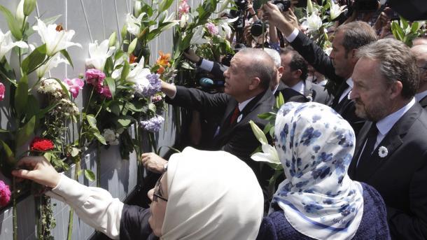 Građani Sarajeva odali počast žrtvama genocida u Srebrenici, na ispraćaju i predsjednik Erdogan