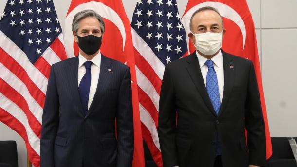 Çavusoglu realizoi një bisedë telefonike me homologun amerikan | TRT  Shqip