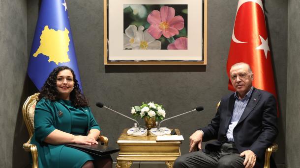 Forumi i Diplomacisë i Antalies - Presidenti Erdogan u takua me Presidenten Osmani | TRT  Shqip