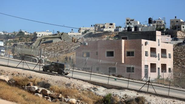 Jerusalem - Izraeli shkatërron me dhjetëra shtëpi të palestinezëve në mes të britmave   TRT  Shqip