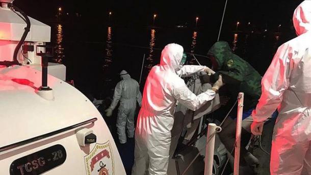 Roja Bregdetare Turke shpëton emigrantët e shtyrë prapa nga grekët | TRT  Shqip