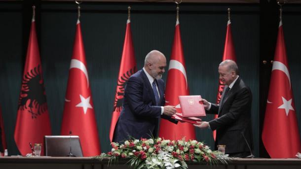 Kryeministri Rama zhvillon një vizitë dyditore në Turqi | TRT  Shqip