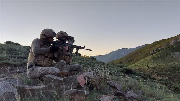 Komandot turke neutralizuan 5 terroristë të PKK/YPG-së në Siri | TRT  Shqip