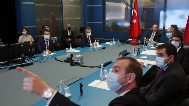 Presidenti Erdogan informohet në lidhje me zjarret në vazhdim në pjesë të ndryshme të Turqisë | TRT  Shqip