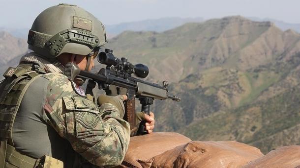 Turqi - Vetëdorëzohen tek forcat e sigurisë edhe 2 terroristë të tjerë të PKK-së   TRT  Shqip
