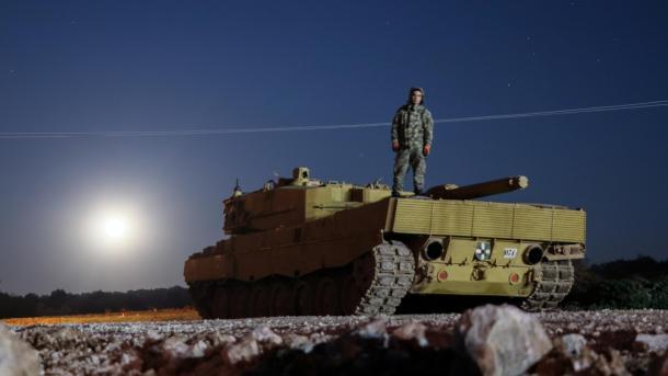 Ushtria turke përforcon me tanke dhe autoblinda pikat e vrojtimit në Idlib të Sirisë | TRT  Shqip