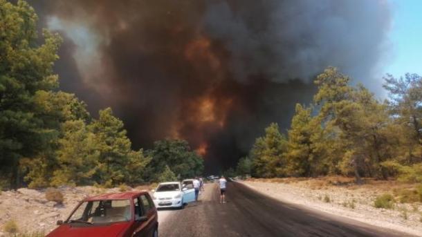 Altun: 43 nga 63 zjarre që shpërthyen në gjithë vendin janë marrë nën kontroll   TRT  Shqip