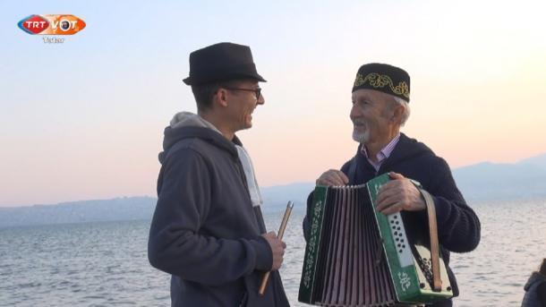 İzmir qalasında tatar moñnarı | TRT  Tatarça